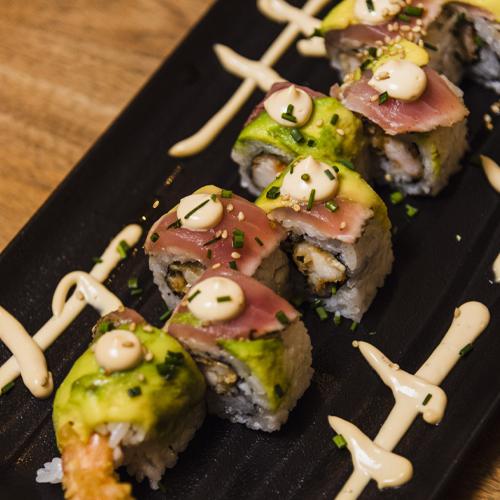 Spicy tuna ebi tempura avocado roll (1)